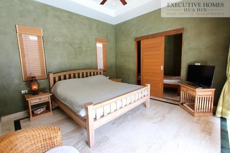 Dolphin Bay pool villa for rent